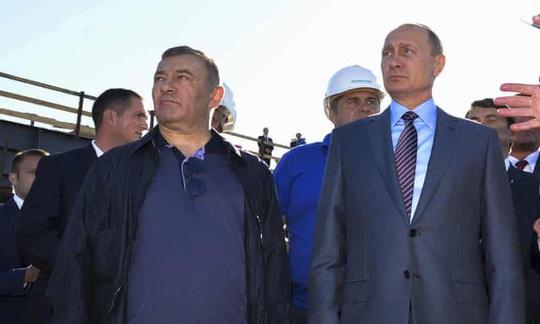 Doanh nhân Nga tuyên bố sở hữu lâu đài giam giữ chính trị gia đối lập - Ảnh 3.