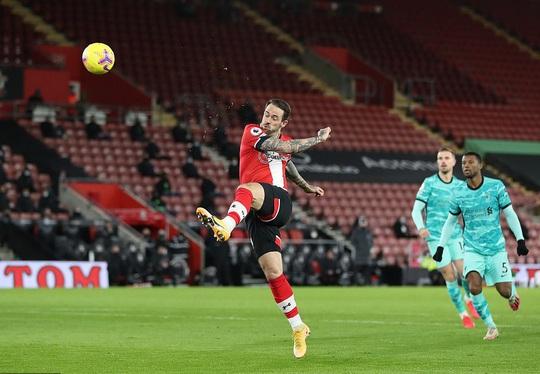 Bại trận vì cố nhân, Liverpool lung lay ngôi đầu Ngoại hạng - Ảnh 2.