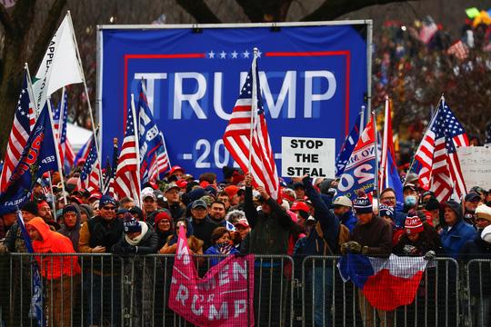 Tổng thống Trump ra lệnh giải quyết bạo loạn ở quốc hội Mỹ - Ảnh 1.