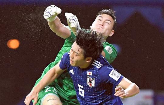 FIFA cho phép Văn Lâm được chuyển nhượng, Muangthong United quyết kiện đến cùng - Ảnh 1.