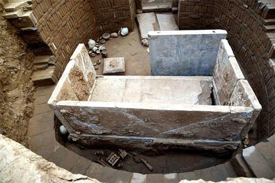 Bí ẩn mộ cổ cặp đôi 1.400 tuổi nằm giữa kho báu xa hoa - Ảnh 1.