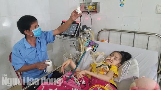 Chuyện cảm động về người cha 8 năm đón Tết cùng con ở bệnh viện - Ảnh 6.