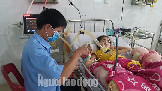 Chuyện cảm động về người cha 8 năm đón Tết cùng con ở bệnh viện - Ảnh 1.