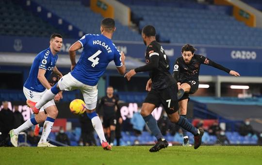 Hai siêu phẩm hạ Everton 3-1, Man City xây chắc ngôi đầu - Ảnh 5.