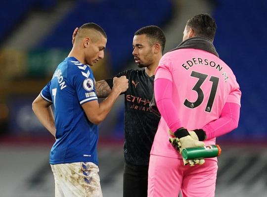 Hai siêu phẩm hạ Everton 3-1, Man City xây chắc ngôi đầu - Ảnh 6.