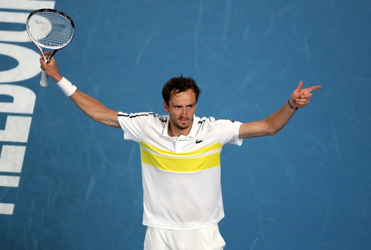 Medvedev hẹn chung kết với Djokovic sau khi hạ gục nhanh Tsitsipas - Ảnh 6.