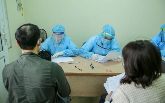 CLIP: Hàng trăm người dân từ Hải Dương về được lấy mẫu xét nghiệm Covid-19 - Ảnh 11.