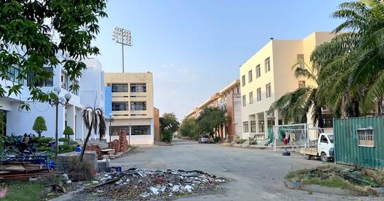 Sân Thành Long chờ thay da đổi thịt sau khi bàn giao cho Sài Gòn FC - Ảnh 2.
