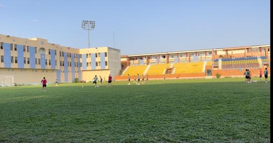 Sân Thành Long chờ thay da đổi thịt sau khi bàn giao cho Sài Gòn FC - Ảnh 6.