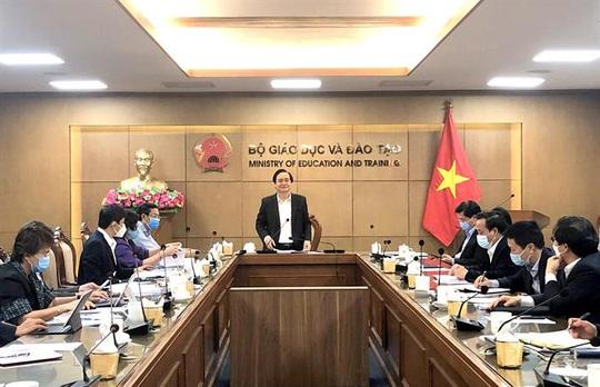 Bộ trưởng Phùng Xuân Nhạ: Tính tới kịch bản điều chỉnh thời gian năm học, thi tốt nghiệp THPT - Ảnh 1.