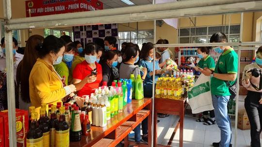 Huyện Bình Chánh, TP HCM: Nhiều hoạt động chăm lo Tết cho người lao động - Ảnh 1.