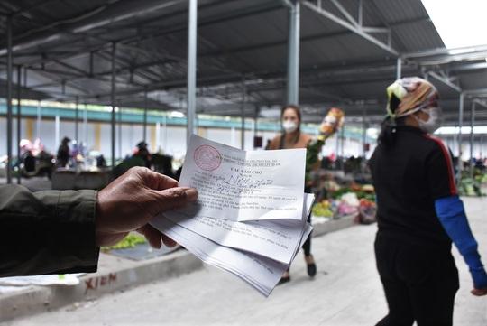 Phát hiện 2 phụ nữ bán cá ở chợ dương tính với SARS-Cov-2 - Ảnh 1.