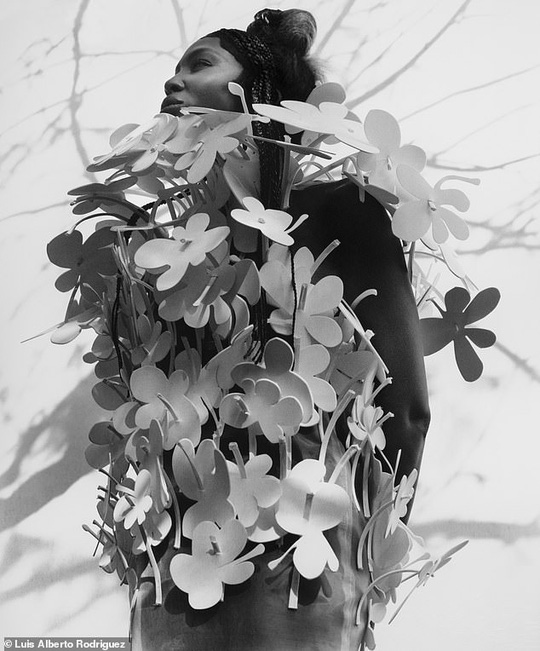 """""""Báo đen"""" Naomi Campbell khoe vẻ hoang dã và quyến rũ - Ảnh 11."""