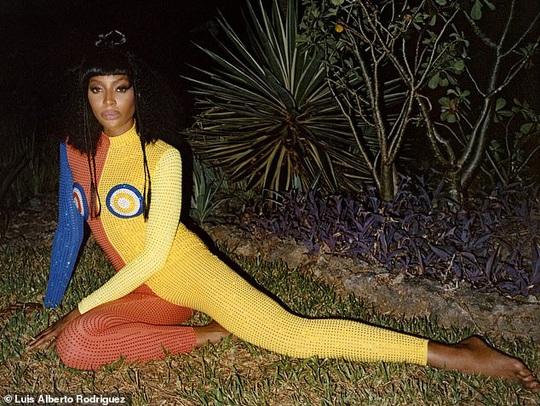 """""""Báo đen"""" Naomi Campbell khoe vẻ hoang dã và quyến rũ - Ảnh 10."""