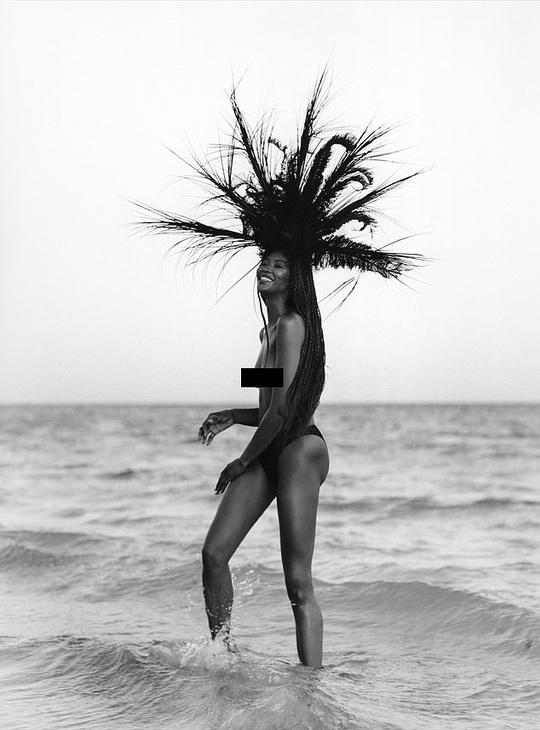"""""""Báo đen"""" Naomi Campbell khoe vẻ hoang dã và quyến rũ - Ảnh 1."""