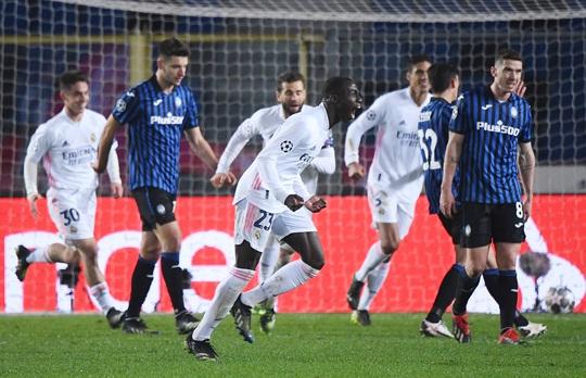 Hậu vệ ghi bàn, Real Madrid thoát hiểm trước bẫy rập Atalanta - Ảnh 4.