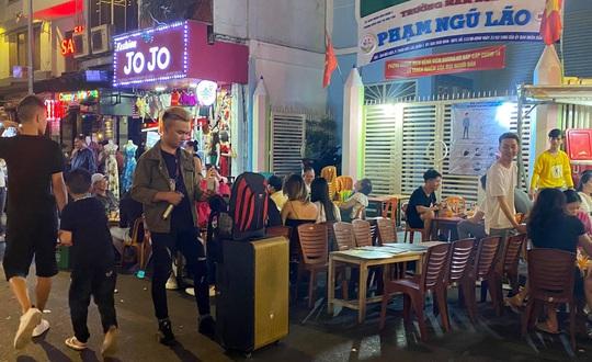 Chủ tịch UBND TP HCM ra công văn khẩn, chỉ đạo xử nghiêm karaoke tự phát - Ảnh 1.