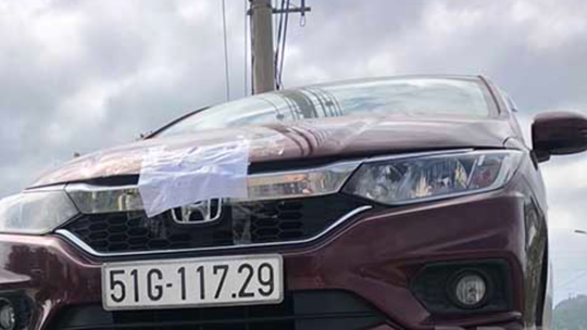 """Bị CSGT dừng xe vì vi phạm tốc độ, tài xế livestream """"kêu oan"""" - Ảnh 1."""