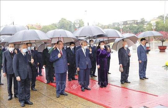 Lãnh đạo Đảng, Nhà nước vào Lăng viếng Chủ tịch Hồ Chí Minh nhân dịp Tết Tân Sửu - Ảnh 5.