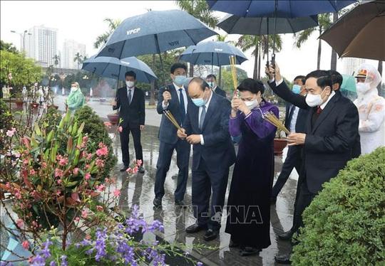 Lãnh đạo Đảng, Nhà nước vào Lăng viếng Chủ tịch Hồ Chí Minh nhân dịp Tết Tân Sửu - Ảnh 3.
