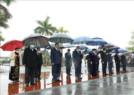 Lãnh đạo Đảng, Nhà nước vào Lăng viếng Chủ tịch Hồ Chí Minh nhân dịp Tết Tân Sửu - Ảnh 7.