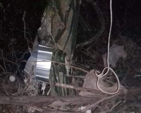 Mẹ chồng phát hiện con dâu treo cổ trên cành cây
