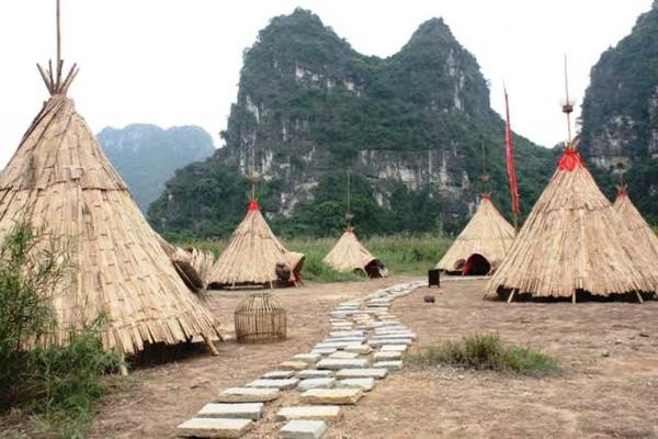'Sờ tận tay' làng thổ dân trong phim 'Kong: Skull Island'