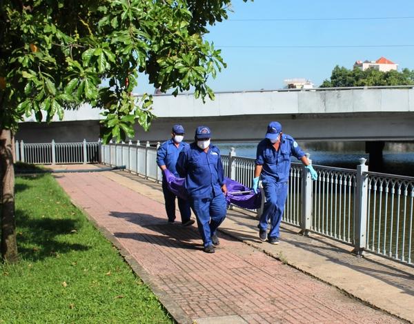 Phát hoảng thấy xác phụ nữ gần cầu Điện Biên Phủ