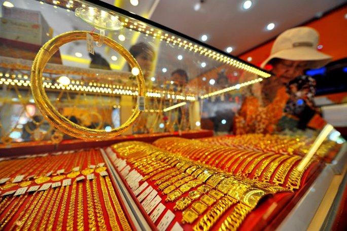 Giá vàng hôm nay 12-10: Vàng SJC cao hơn thế giới 2,5 triệu đồng/lượng - Ảnh 1.