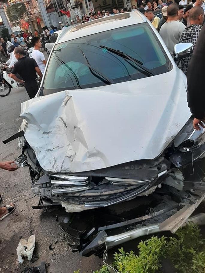 Tạm giữ thanh niên không bằng lái, uống rượu điều khiển ôtô tông 7 người thương vong - Ảnh 2.