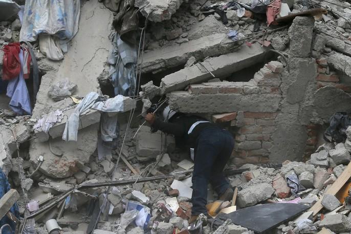 Động đất mạnh giáng xuống Mexico, hơn 130 người chết - Ảnh 9.
