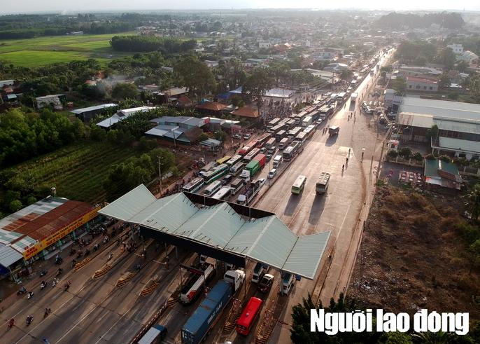 Toàn cảnh trạm thu phí BOT Biên Hòa xả trạm