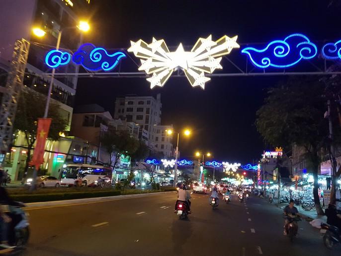 Đường đèn nghệ thuật Cần Thơ lung linh trong đêm - Ảnh 3.