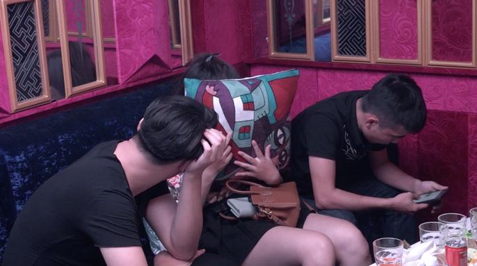 Hơn 100 nam - nữ mở tiệc ma túy trong quán karaoke ở TP HCM - Ảnh 3.