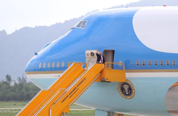 APEC 2017: Tổng thống Mỹ rời Đà Nẵng, bay đến Hà Nội - Ảnh 9.