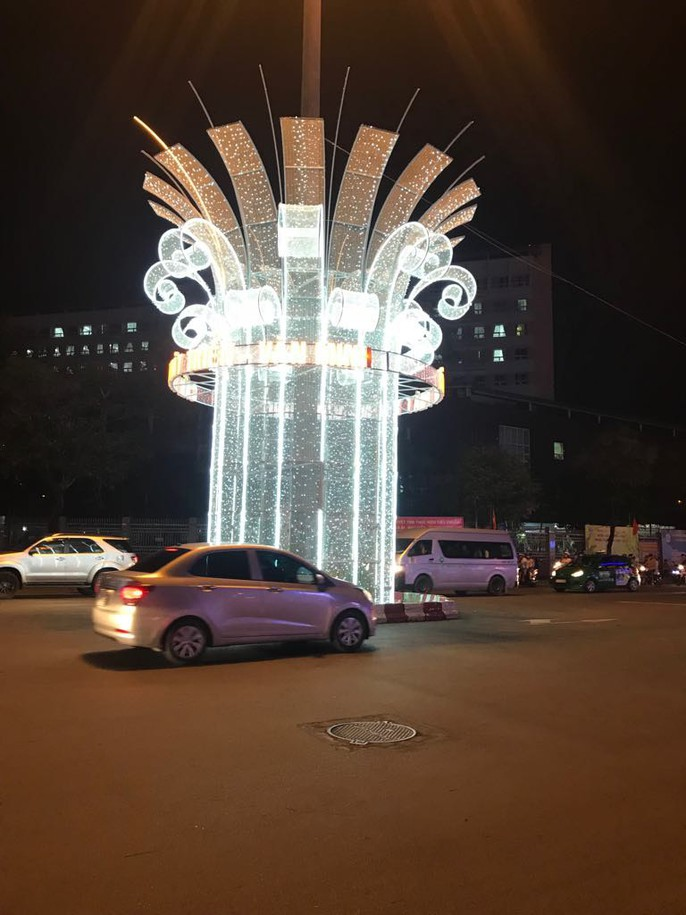 Đường đèn nghệ thuật Cần Thơ lung linh trong đêm - Ảnh 7.