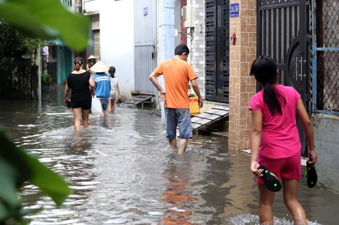 TP HCM mênh mông nước sau cơn mưa lớn - Ảnh 3.