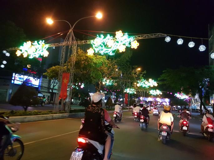 Đường đèn nghệ thuật Cần Thơ lung linh trong đêm - Ảnh 5.