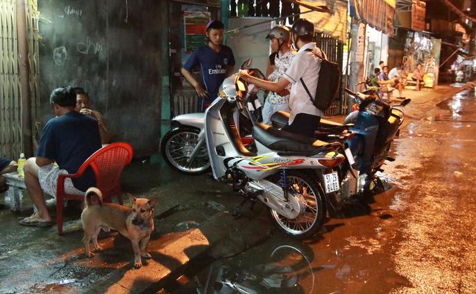 Sài Gòn hụp lặn trong nước ngập đêm đầu tuần - Ảnh 13.