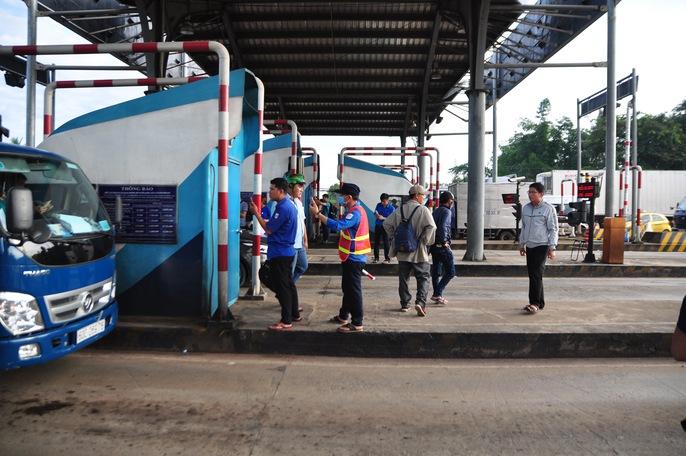 Toàn cảnh thất thủ ở BOT tuyến tránh Biên Hòa sáng 12-9 - Ảnh 13.
