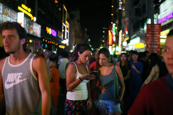 Hàng ngàn du khách đổ về phố đi bộ Bùi Viện trong ngày ra mắt - Ảnh 10.
