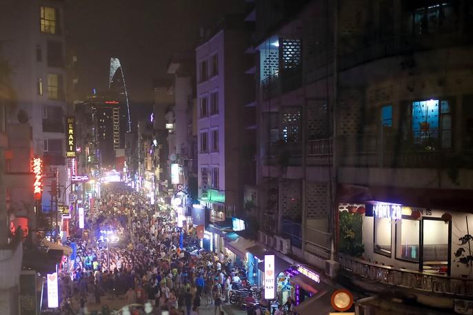 Hàng ngàn du khách đổ về phố đi bộ Bùi Viện trong ngày ra mắt - Ảnh 15.