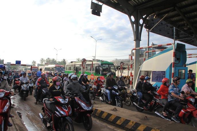 Toàn cảnh thất thủ ở BOT tuyến tránh Biên Hòa sáng 12-9 - Ảnh 7.