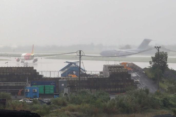 Siêu vận tải C-17 của Tổng thống Donald Trump đáp xuống Đà Nẵng - Ảnh 3.
