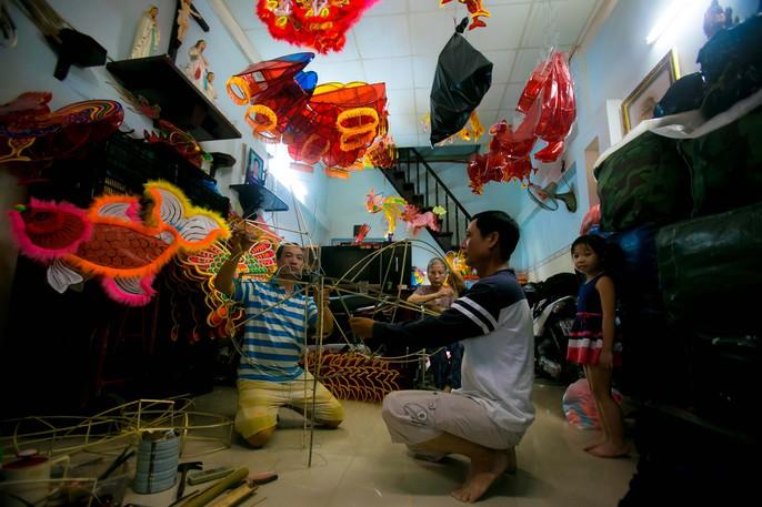 Làng lồng đèn giấy kiếng hồi sinh giữa Sài Gòn - Ảnh 3.