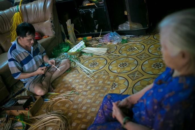 Làng lồng đèn giấy kiếng hồi sinh giữa Sài Gòn - Ảnh 4.