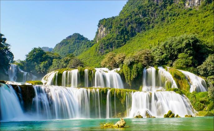 Những thác nước hùng vĩ đến khó tin ở Việt Nam - Ảnh 2.