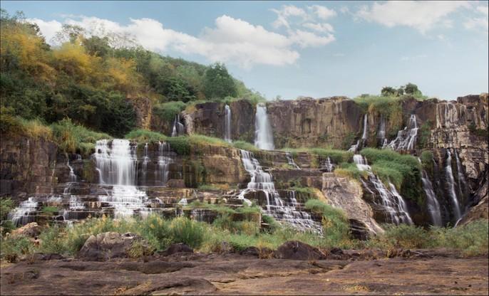 Những thác nước hùng vĩ đến khó tin ở Việt Nam - Ảnh 4.