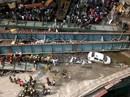 Ấn Độ: Sập cầu vượt, chôn vùi hơn 100 người