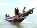 """Tàu cá Trung Quốc """"hút"""" cạn cá Guinea"""